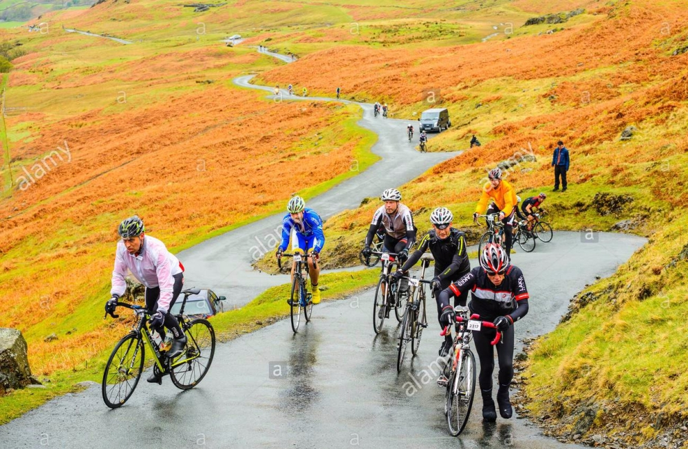 riders-ascend-hardknott-pass-during-the-fred-whitton-challenge-a-180km112-G0Y6TP